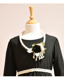 COLLAR PECHERA FLORES